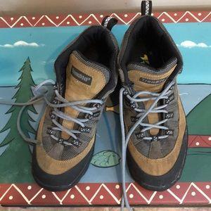 TrekSta unisex hiking boots. Like new.